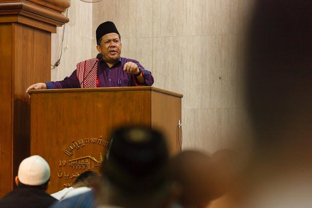 Fahri Hamzah Secara Mendadak Dilarang Ceramah Tarawih di Masjid UGM, Rektorat Ditekan Istana