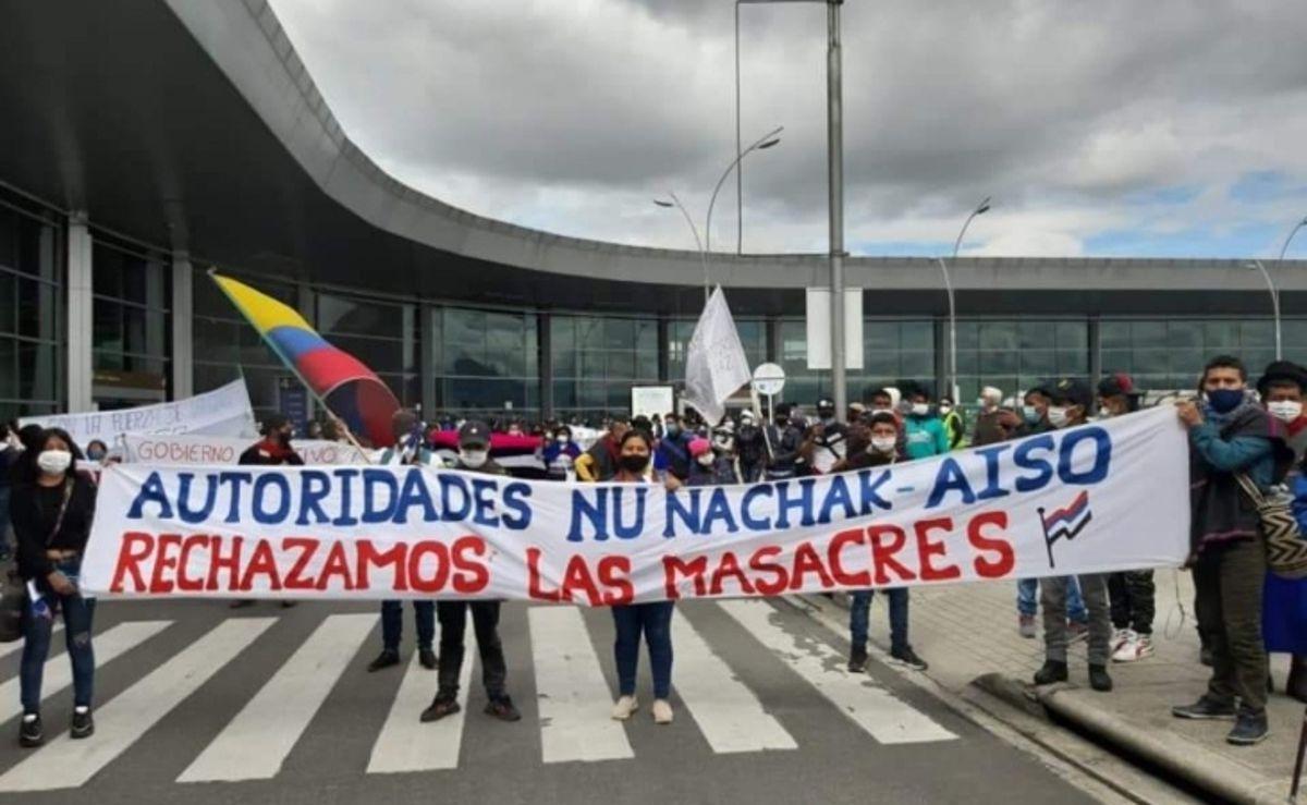 El pueblo Misak, Pijao y Nasa se toman pacíficamente el aeropuerto el Dorado de Bogotá. #Vídeo