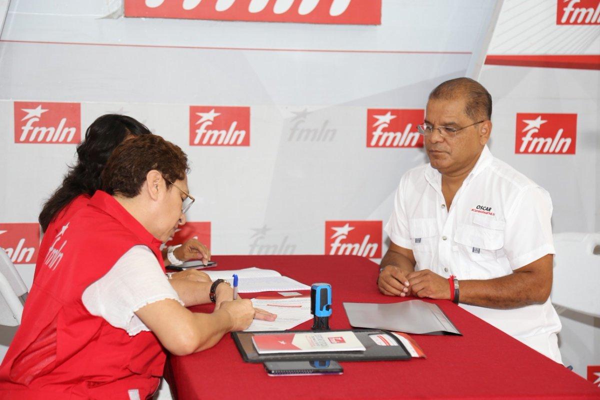 Oscar Ortiz se autoproclama el nuevo secretario general  del FMLN