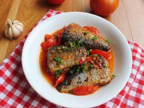 Cá núc sốt cà chua