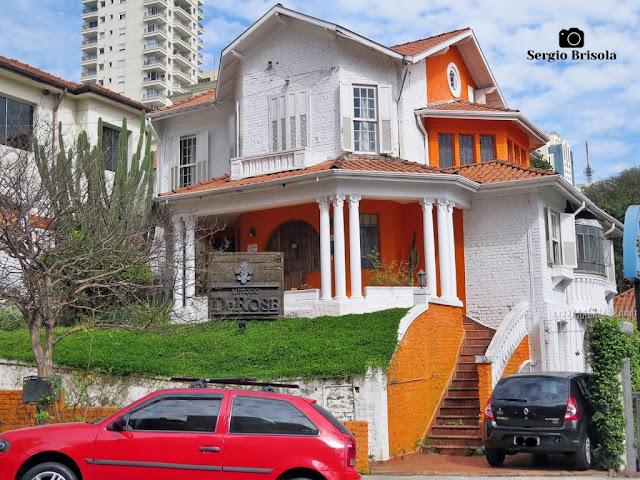 Vista ampla de um Antigo Casarão na Rua Goiás 113 - Higienópolis - São Paulo