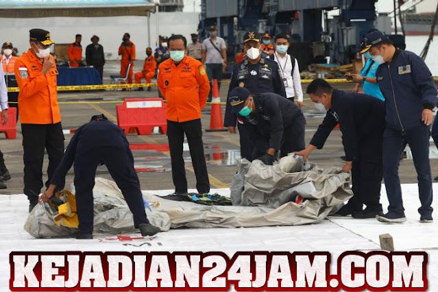 Kelompok SAR Diduga Menemukan Bagian Mesin Sriwijaya Air SJ 182