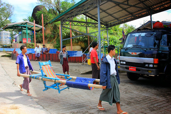 Porteadores del monte Kyaiktiyo - Myanmar
