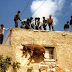 Έθιμο σε ελληνικό νησί: Ανεβάζουν γαϊδούρια στις ταράτσες