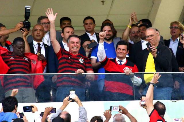 Ver Sérgio Moro com a camisa do Invencível Mengão é realmente preocupante, quase uma confissão de culpa.