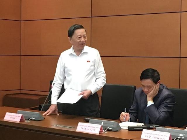 Bộ trưởng Tô Lâm thảo luận tại tổ, sáng 24-10