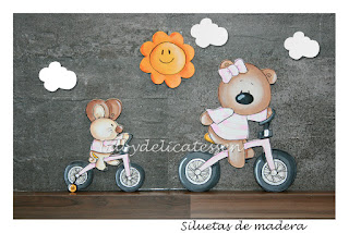 siluetas infantiles madera ratón en triciclo y osita en bici babydelicatessen