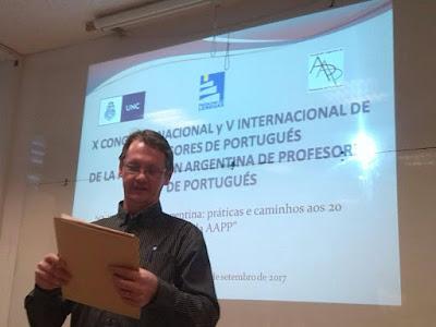 profesor Luiz Roos en una ponencia
