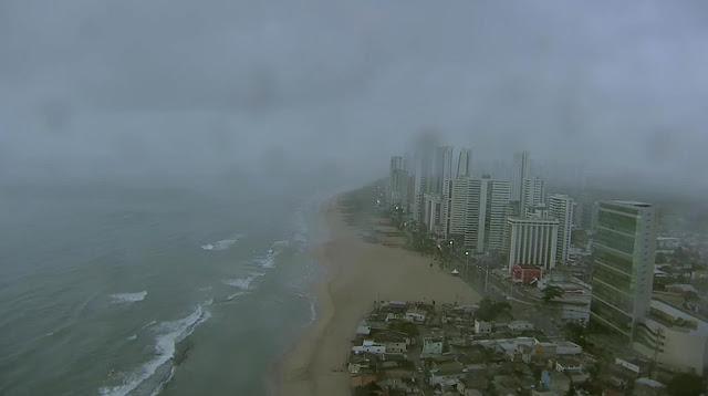 Imagem captada pelo Globocop antes da queda em Pernambuco na manhã desta terça-feira (23) (Foto: Reprodução/TV Globo)