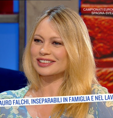 Anna Falchi oggi è un altro giorno 14 giugno notizia conduttrice i fatti vostri