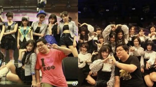 Wang Sicong bersama member Team NII SNH48 usai pentas.
