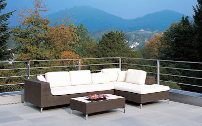 Wicker outdoor furniture for beautiful backyard or patio - Exterior Home Decor