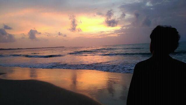 เป็นจุดชมพระอาทิตย์ตกที่สวยงามมากแห่งหนึ่งของชายทะเลเขาหลัก