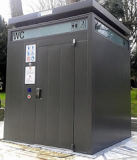 Urinario en calle Urina de Oviedo