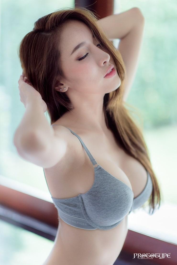 Ngắm đường cong hoàn hảo của 'nữ thần vòng 1' Pichana Yoosuk