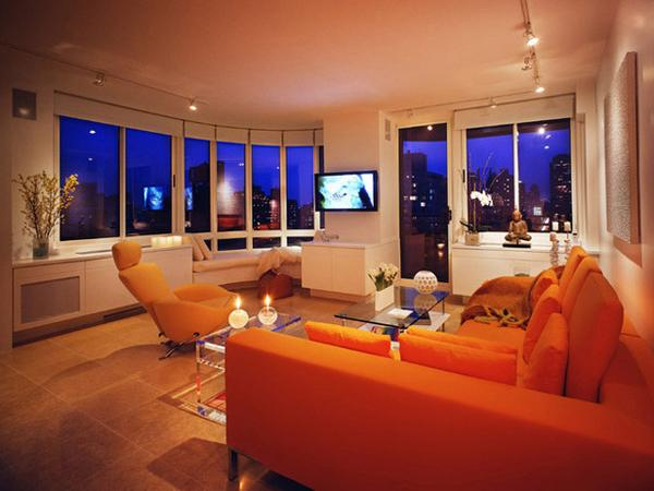 Ruang tamu cantik bertema orange, kursi orange cahaya orange