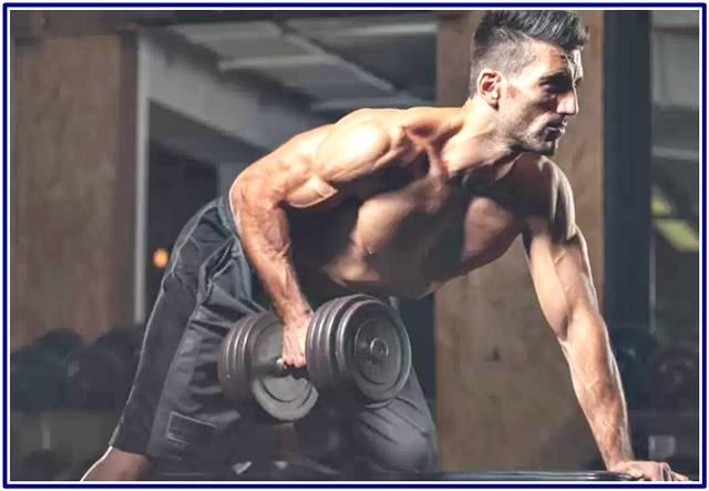 Ectomorfos deben alzar pesas pesadas para ganar masa muscular