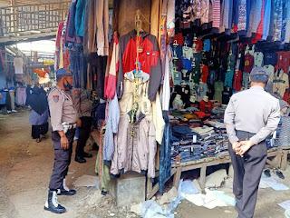 Polsek Alla Polres Enrekang Tingkatkan Patroli Pendisiplinan Protokol Kesehatan Di Pasar Sudu