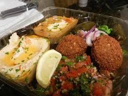 مكونات وجبات الغذاء الجاهزة للطلاب والموظفين
