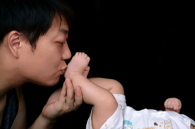 Trik Mendekatkan Ayah dengan Buah Hati