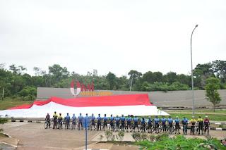 """Danrem 174 Merauke Bentangkan Bendera Merah Putih  Raksasa  Di Titik """"0"""" KM Sota Merauke"""