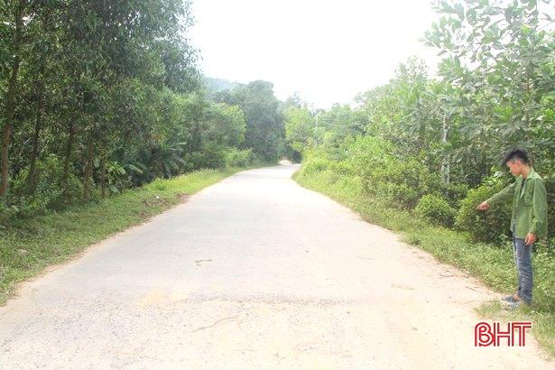 Phía bên kia cầu, nhánh đường nối lên đường Tây – Lĩnh – Hồng