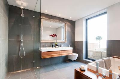 Window choice idea for bathroom