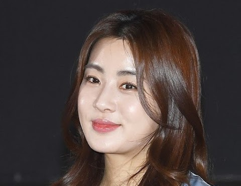 Kang Sora ties the knot with her non-celebrity boyfriend today