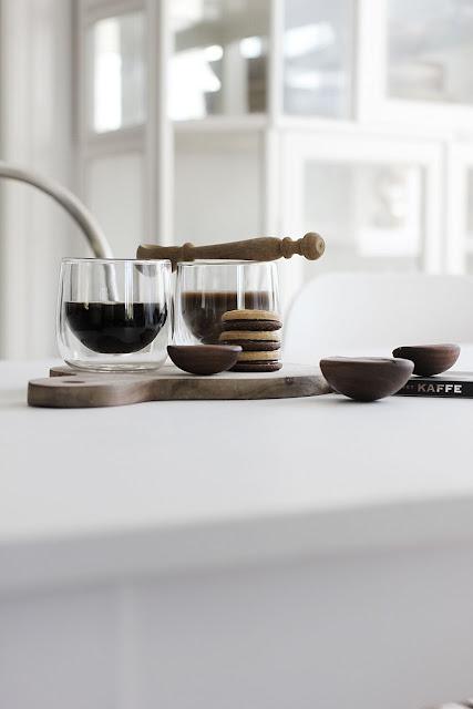 annelies design, webbutik, webshop, nätbutik, inredning, kaffe, mugg, muggar, kaffemugg, glas, genomskinligt, dubbla glas, dubbelt, ser igenom, sked skedar, kaffeböna, kaffebönor, ballerinakex, kex,