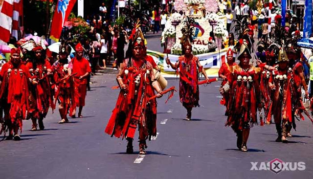 Tari Cakalele, Tarian Perang Dari Maluku Beserta Gambar, Sejarah, Properti, dan Penjelasannya