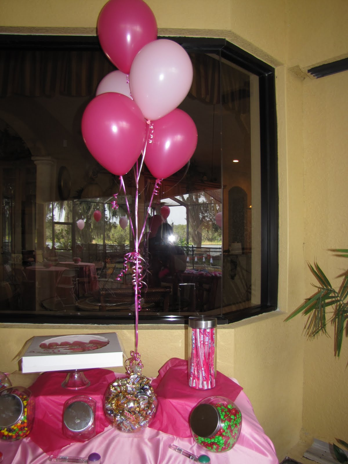 Party people event decorating company pink birthday party for Balloon cluster decoration