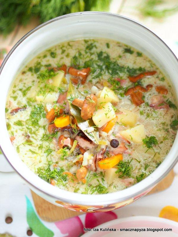 garnekk zupy, zupa grzybowa na obiad, zupa kurkowa, kurki kiszone, grzyby z kasza, zupa kurkowa kwasna, zupa dnia