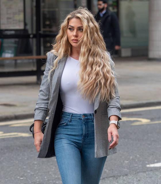 Bianca Gascoigne – Seen heading to Holland and Barrett in Holborn