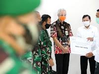 Gubernur Ganjar Pranowo mendampingi Menteri Kesehatan di acara pemberian santunan dan penyerahan insentif untuk Tenaga Kesehatan