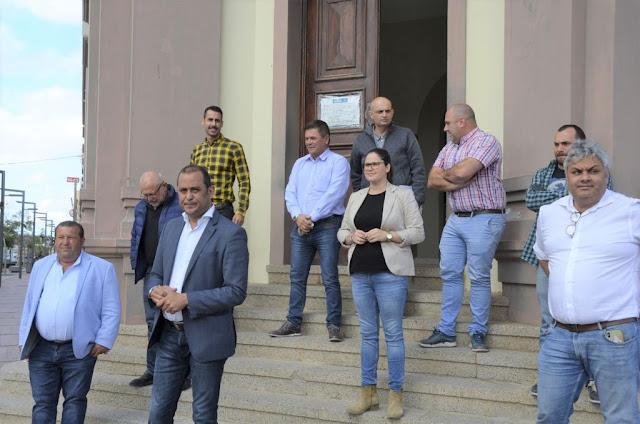 """escalinata%2Bcabildo%2BFuerteventura - Presidente del Cabildo de Fuerteventura garantiza que """"continuará la asistencia social"""" a las personas más necesitadas"""