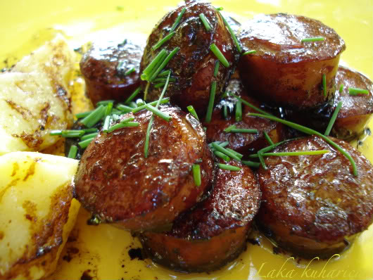 Sausages in balsamic sauce by Laka kuharica: succulent, aromatic and tasty lunch or light supper.