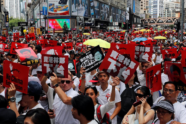 Exército chinês realiza exercícios antiterrorismo perto de Hong Kong