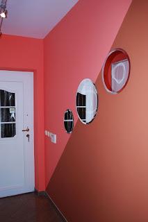 Hodnik in primer uporabe ogledal.