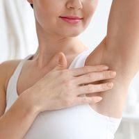 إزالة شعر الإبط: كيفية تجنب تهيج الإبط