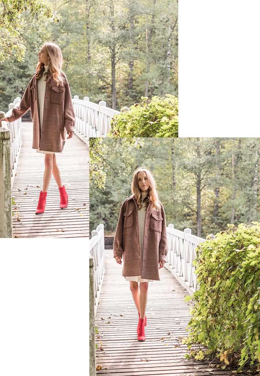 Inspiraatiota syyspukeutumiseen: ruskea ruututakki, neulemekko ja punaiset mokkanilkkurit // Autumn outfit inspiration: brown checked coat, white jumper dress and red suede ankle boots