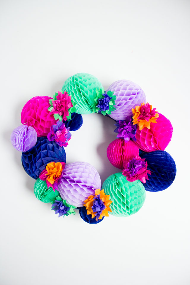 Love this colorful DIY summer honeycomb ball wreath!