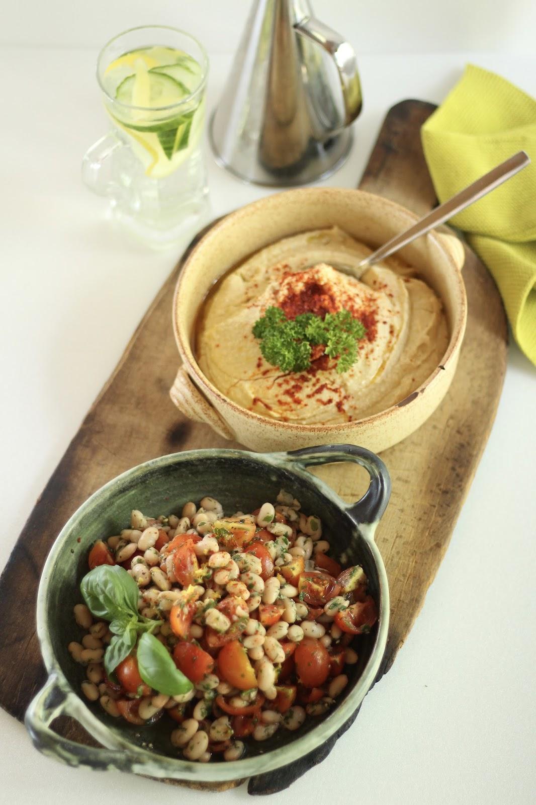 Weiße Bohnen mit Tomaten und Hummus: Proteine für einen gesunden Sommer!