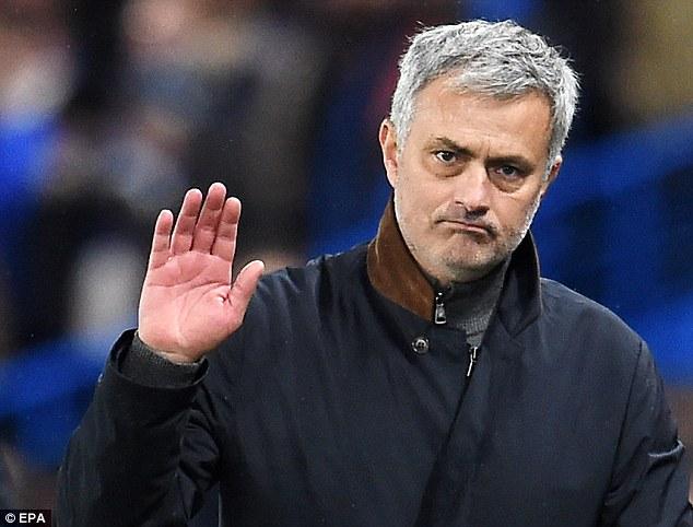 Disebut Scholes Telah Permalukan MU, Mourinho Tak Peduli