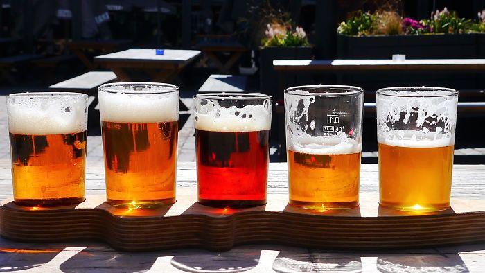 Vasos con diferentes tipos de cerveza