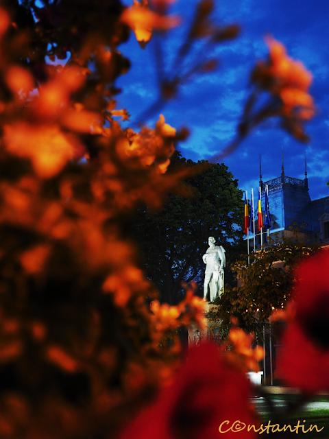 Statuia regelui Ferdinand pe pietonalul Stefan cel Mare