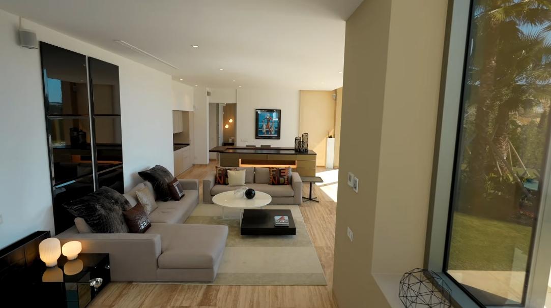 55 Interior Design Photos vs. Frontline Golf Marbella Modern Villa In Los Flamingos Tour