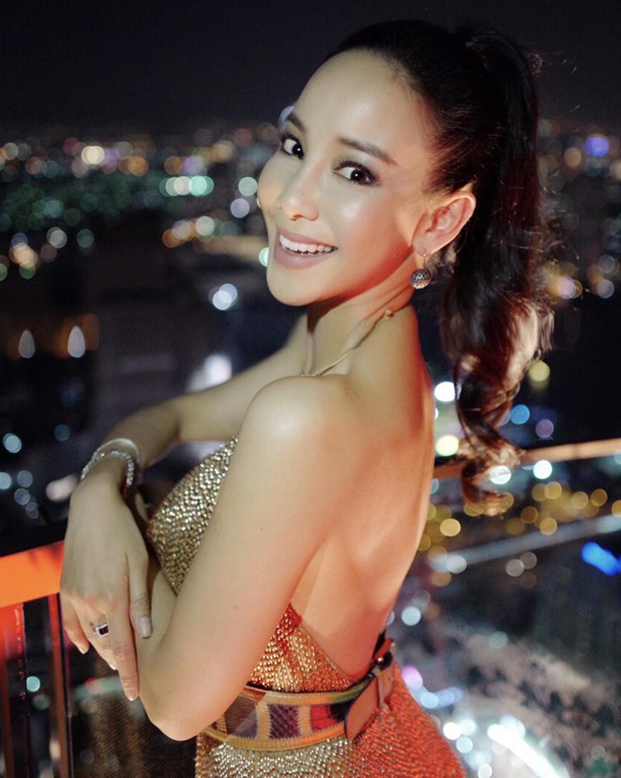 Crazy Rich Asia Fiona Xie seksi dan artis singapura manis