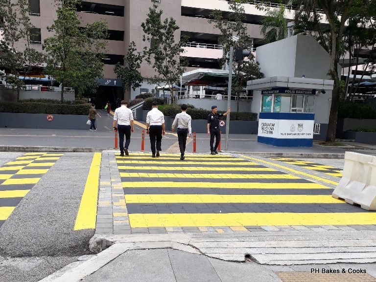 Phong Hong Bakes And Cooks Malaysian Motorists Ain T Got No Respect For Zebra Crossing