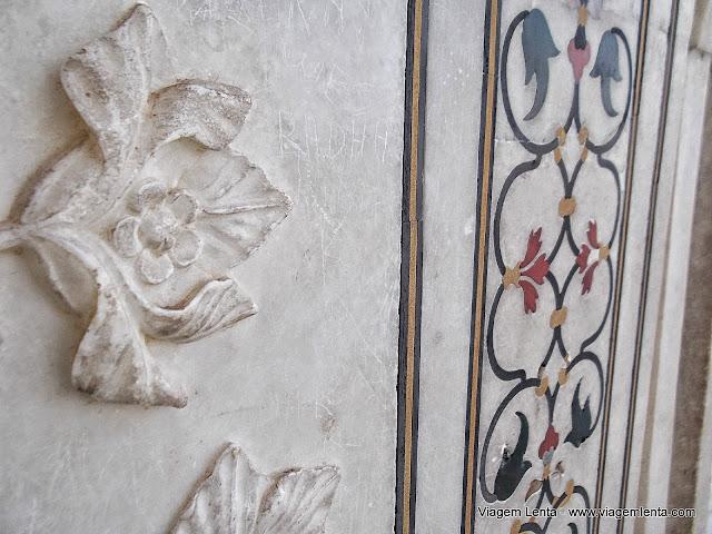 Os detalhes e obra de vândalos no Taj Mahal, em Agra