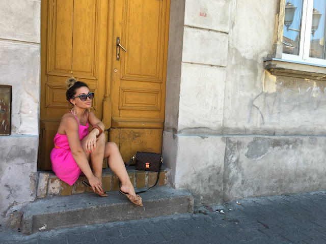 hot pink dress, louis vuitton pochette, novi sad, how to wear hot pink, H&M ruffle slides, how to wear pink in your 30s, best fashion blogger, najbolje srpske blogerke, what to wear in hot weather, hot to stay stylish in hot weather, how to wear slides, best canadian fashion blogger, best canadian street style, novi sad streetstyle